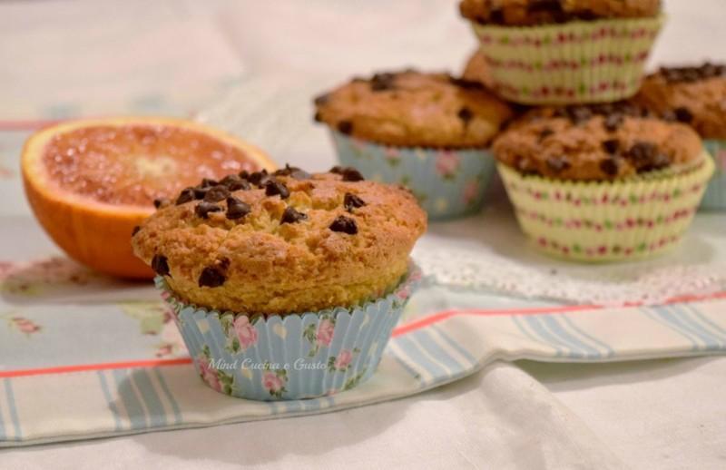 Muffin arancia mandorle e gocce di cioccolato