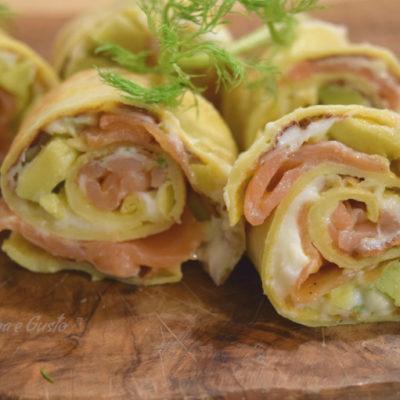Girelle di crépes al salmone e avocado