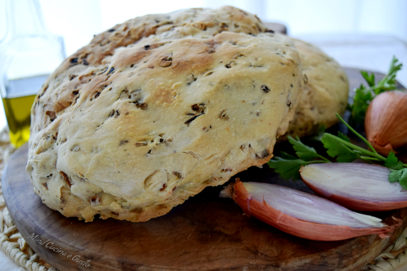 Pane con scalogno e prezzemolo