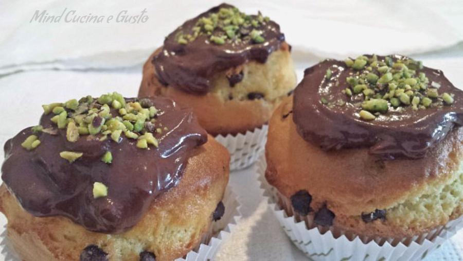 Muffin al cioccolato e granella di pistacchio