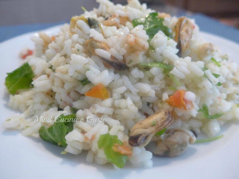 Insalata di riso gustosa ai frutti di mare