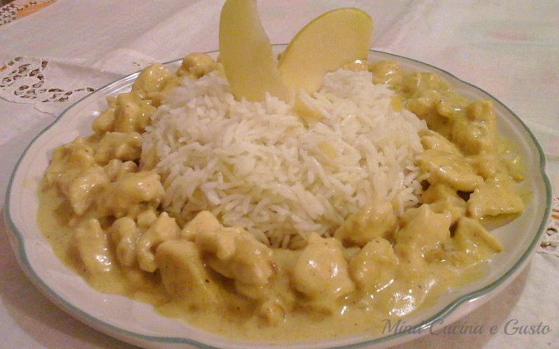 Bocconcini di pollo al curry mela verde e riso basmati