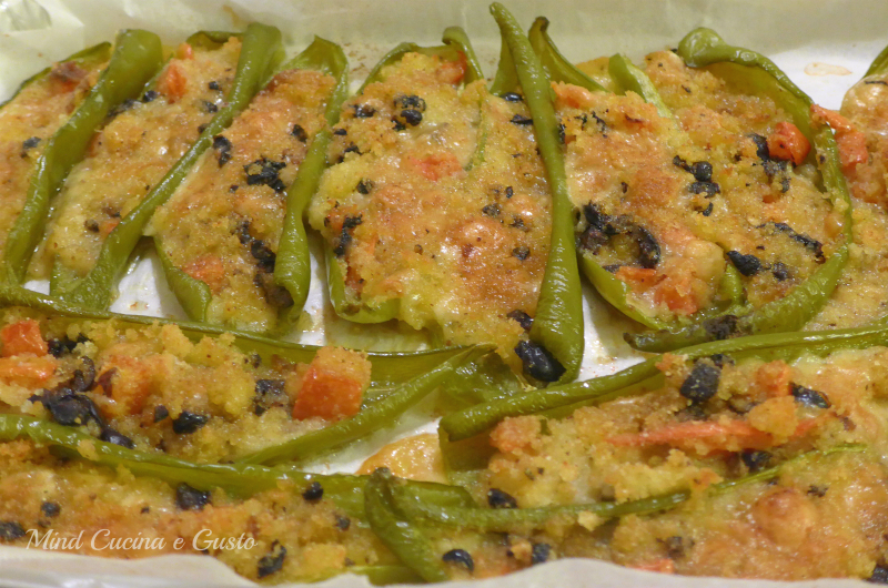 peperoni lunghi verdi ripieni