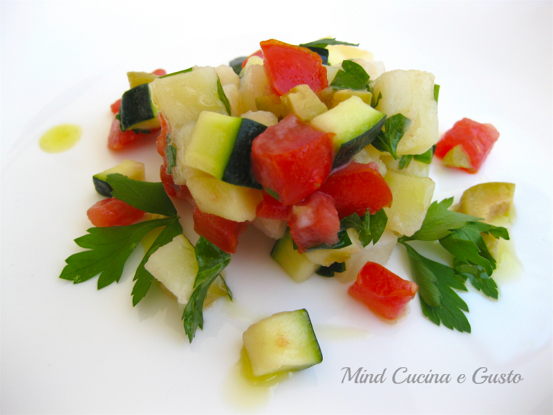 Insalata con patate e verdure marinate