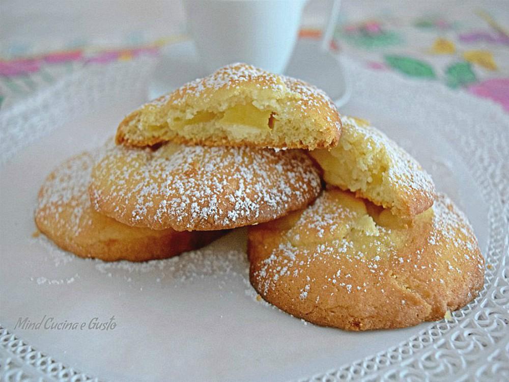 Biscotti di frolla con cuore tenero di mele