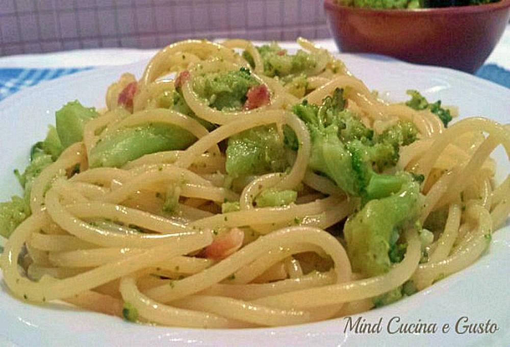 Spaghetti con broccoli e acciughe