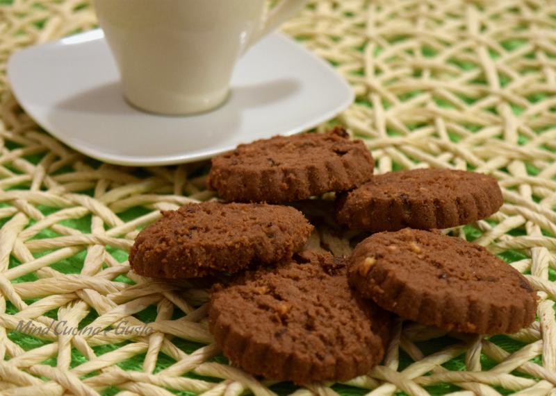 Biscotti fragranti al cacao e nocciole