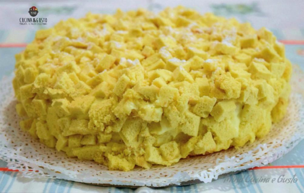 Torta mimosa farcita all'ananas