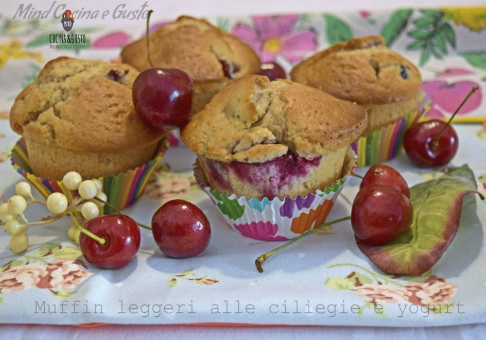 Muffin leggeri alle ciliegie e yogurt