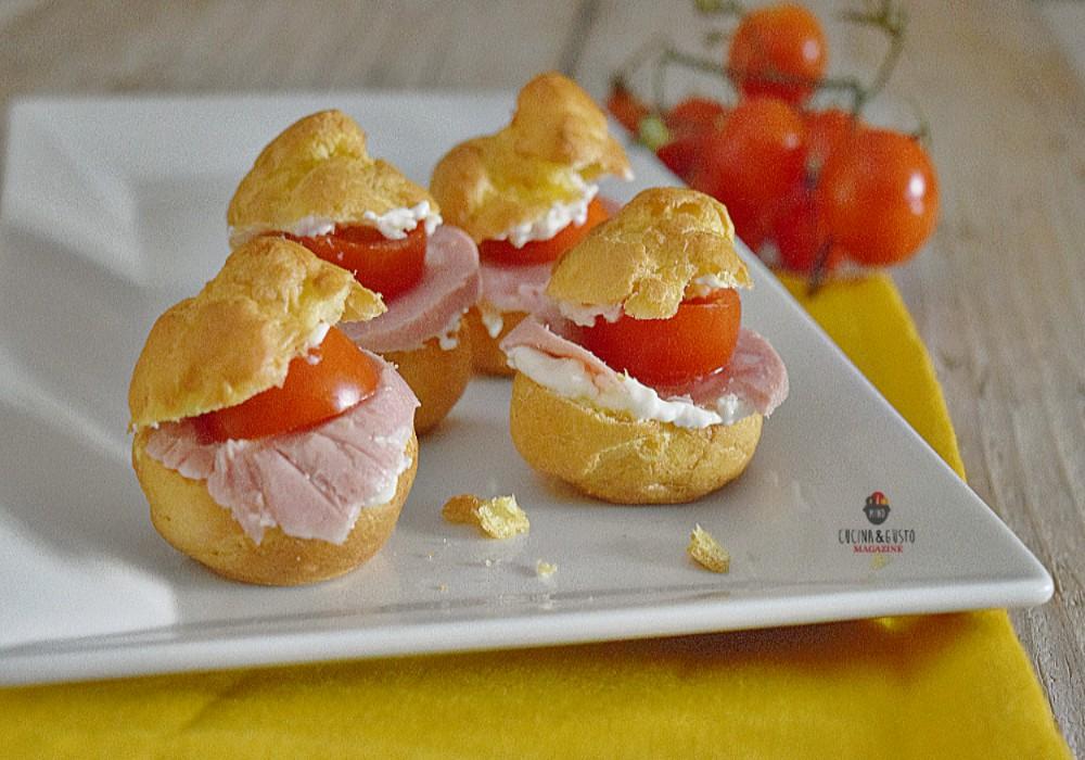 Bignè salati ripieni con mortadella e pomodorini