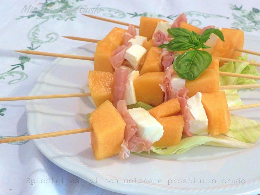 Spiedini estivi con melone e prosciutto crudo