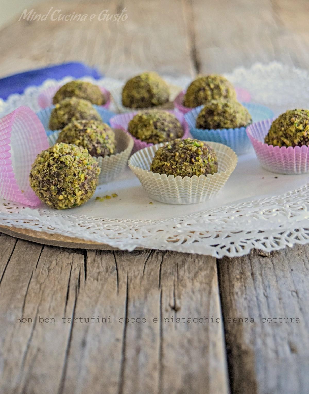 Bon bon tartufini cocco e pistacchio senza cottura verticale