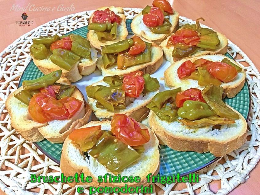 Bruschetta friggitelli e pomodorini sfiziosa