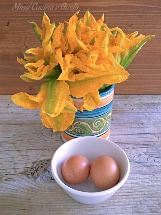 fiori di zucca e uova in padella uova