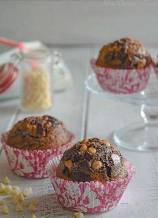 Muffin bicolore con gocce di cioccolato bianco – ricetta senza burro vert
