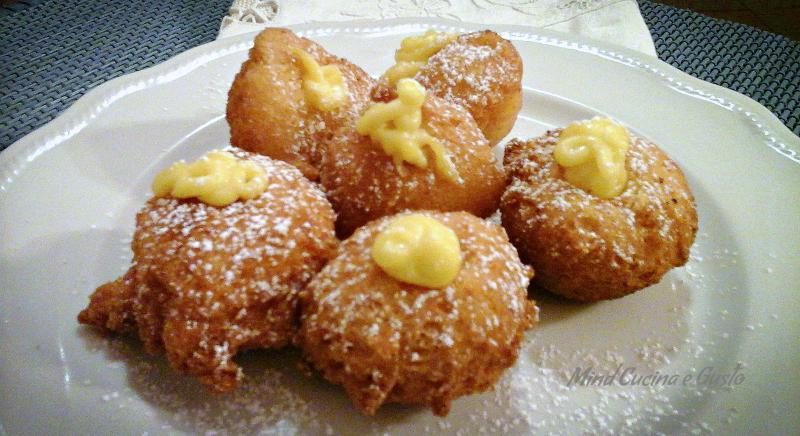 Castagnole con crema pasticcera all'arancia