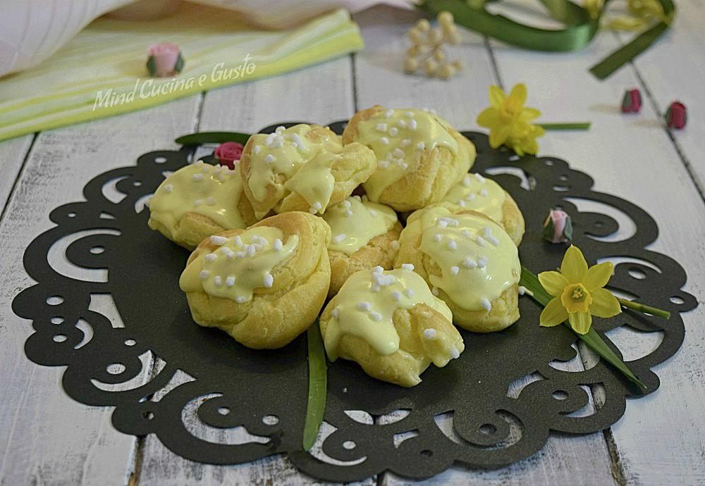 Bignè mimosa con crema diplomatica e glassa al limone