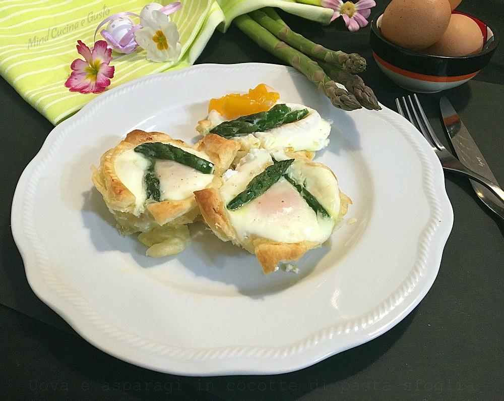 Uova e asparagi in cocotte di pasta sfoglia