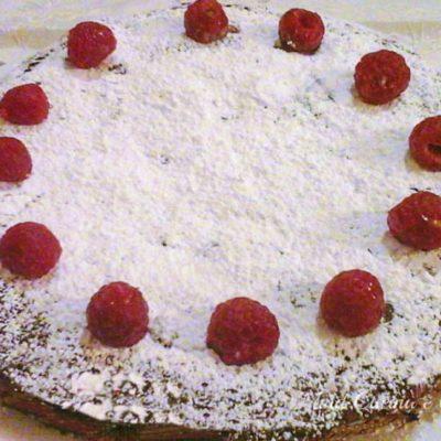 Torta al cioccolato con confettura di lamponi