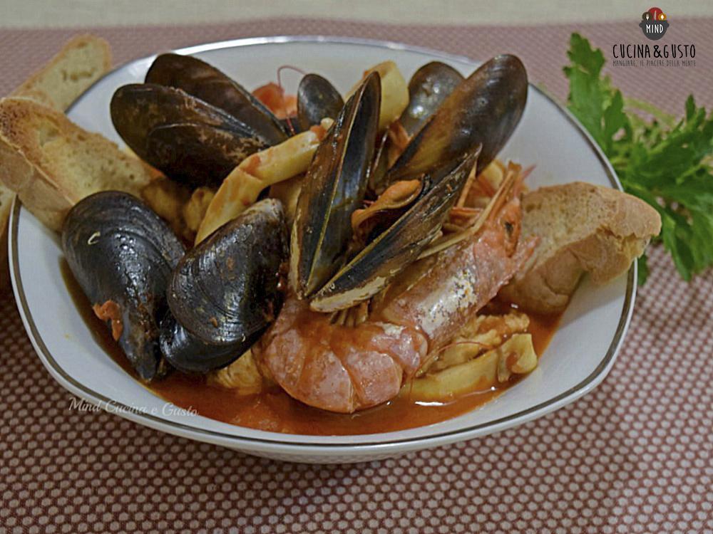 Zuppa di pesce gustosa senza spine