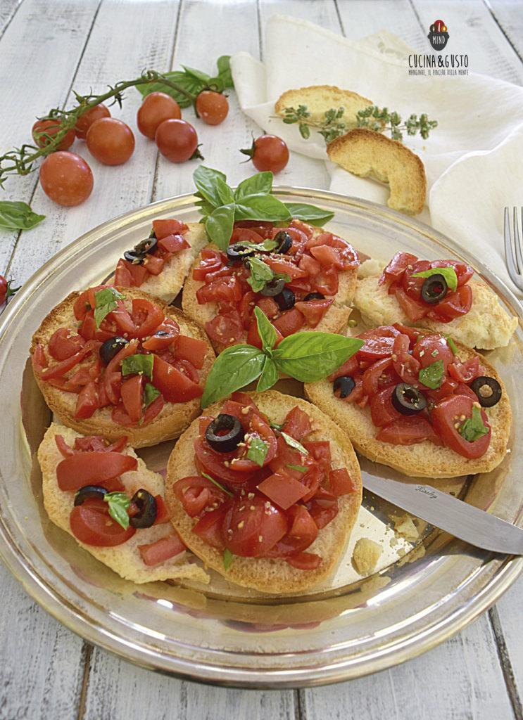 Friselle mediterranee pomodori e olive vert
