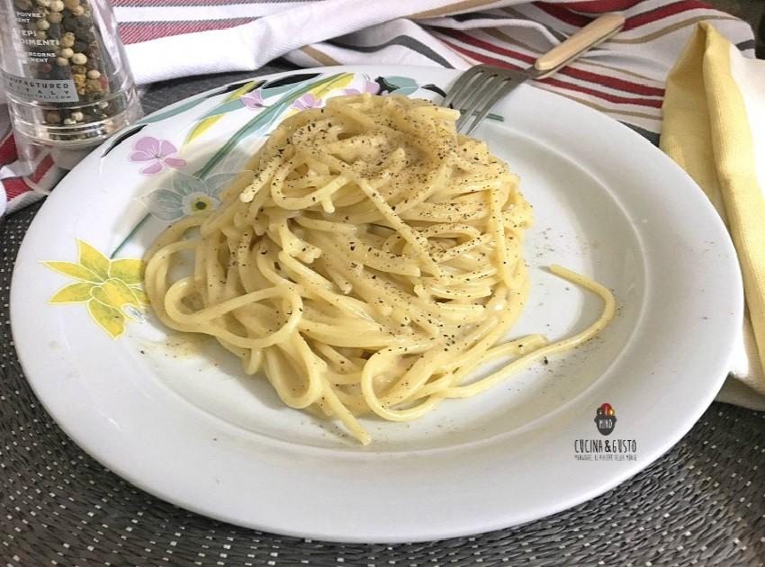 Spaghetti cacio e pepe la ricetta di Roma