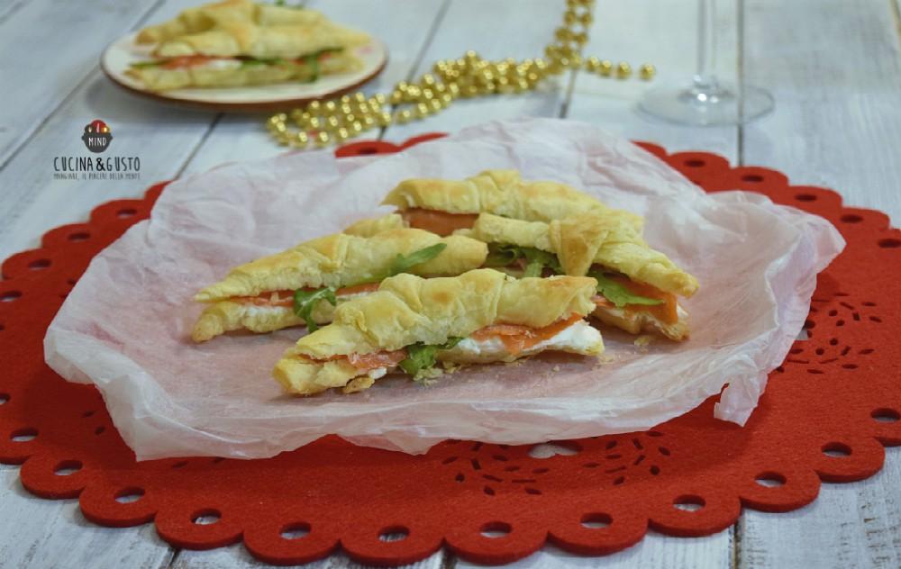 Cornetti salati di sfoglia con salmone – ricetta facile