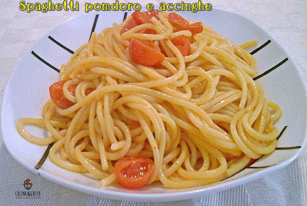 Spaghetti al pomodoro e acciughe