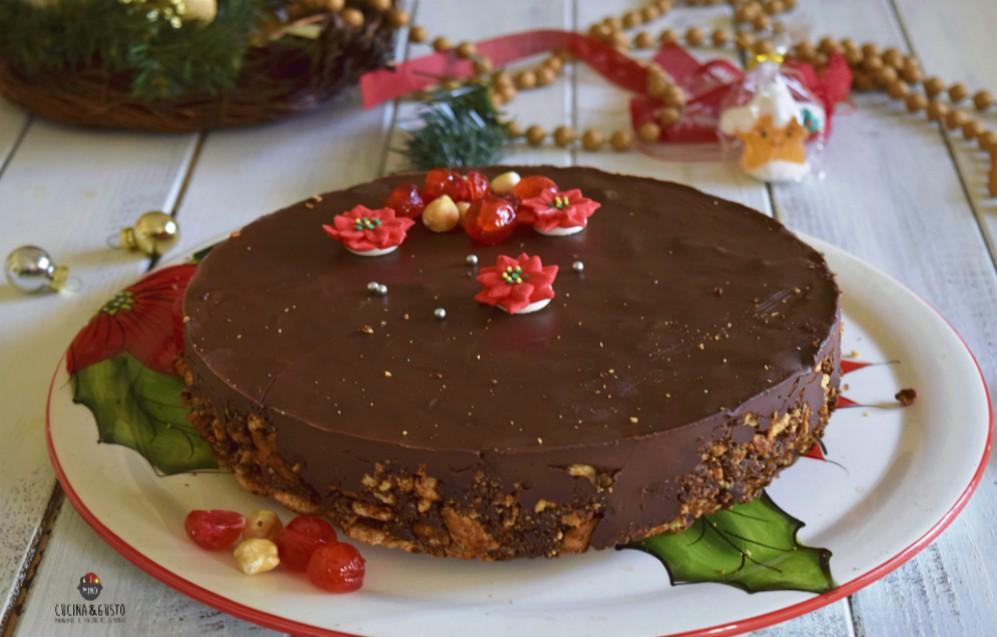 Torta al salame di cioccolato con nocciole