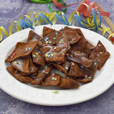 Chiacchiere al cacao bollose per carnevale - ricetta facile