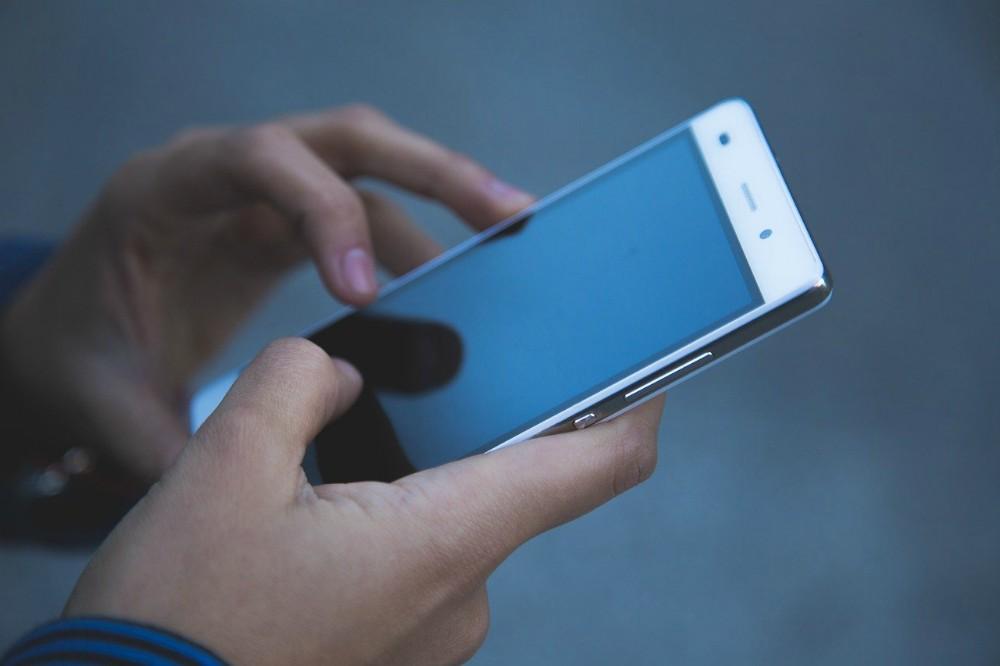 Coronavirus : i consigli per disinfettare lo smartphone e il tablet