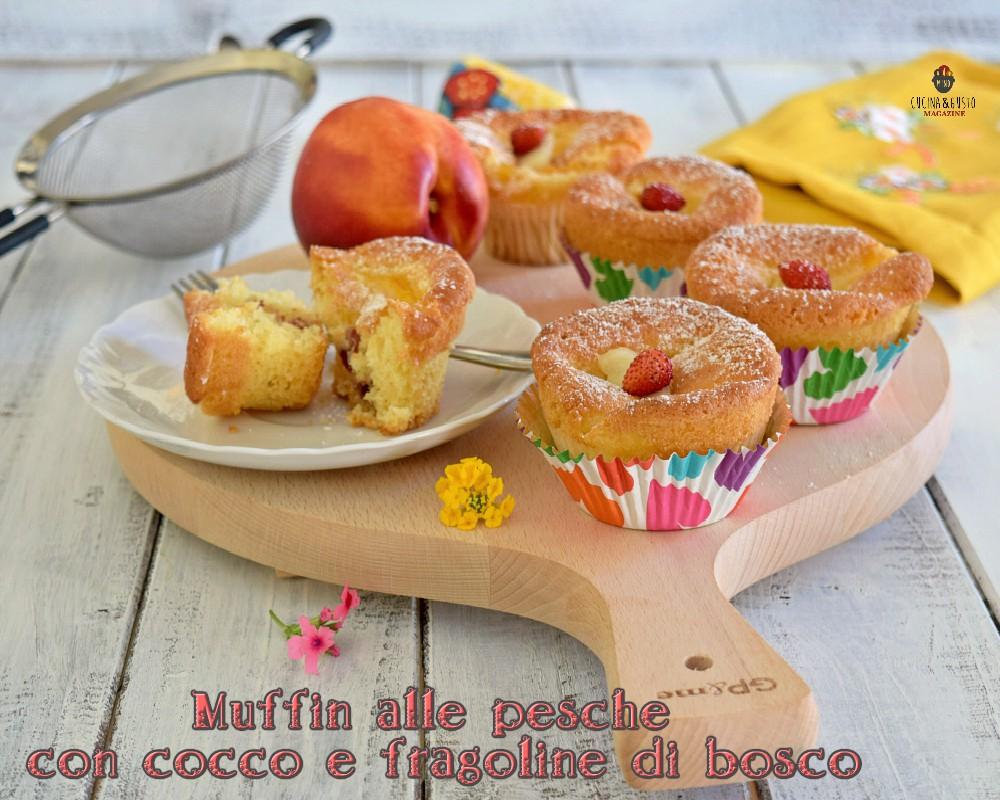 Muffin alle pesche con cocco e fragoline di bosco
