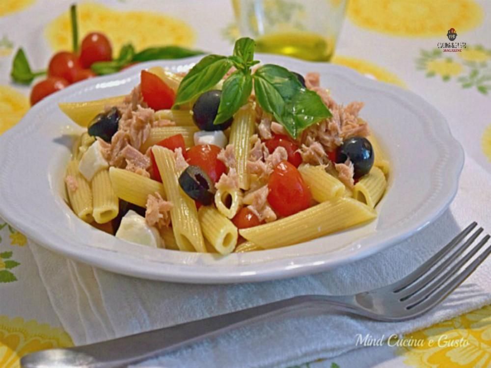 Insalata di pasta con tonno e pomodorini (pasta fredda)